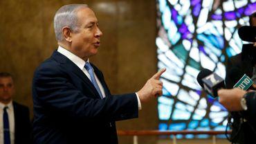 Le Premier ministre israélien Benjamin Netanyahu s'adresse à des journalistes à son arrivée pour la réunion hebdomadaire du gouvernement, le 3 février 2019 à Jérusalem