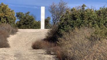 """La saga des """"monolithes"""" continue : une nouvelle sculpture est apparue en Californie"""