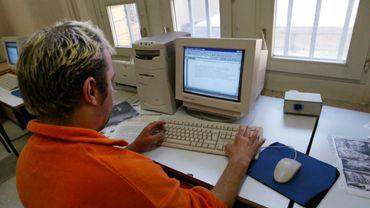 """L'Internet """"ultrasécurisé"""" n'empêche pas les détenus d'envoyer des e-mails"""