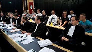 Les quatres accusés photographiés tout au début du procès.