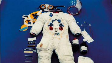 """le scaphandre porté par l'astronaute américain Neil Armstrong sera restauré et exposé au """"Smithsonian""""."""