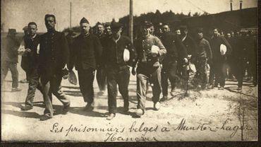 """""""Des milliers de soldats belges sont faits prisonniers et envoyés dans des camps en Allemagne d'où ils ne reviendront qu'après novembre 1918."""""""