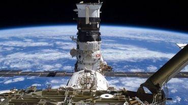 Photo de la Nasa montrant un vaisseau cargo russe Progress arrimé à la Station spatiale internationale en novembre 2009