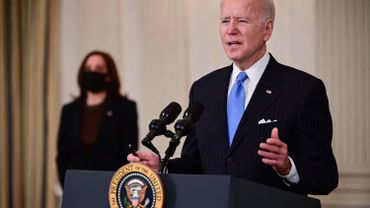 """Joe Biden promet suffisamment de vaccins pour tous les adultes américains """"d'ici fin mai"""""""