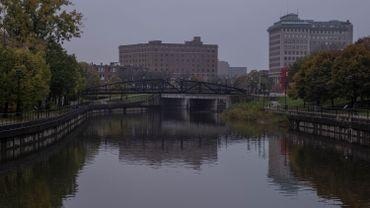Etats-Unis: en2014 à Flint, 12 personnes sont mortes empoisonnées par l'eau. Aujourd'hui, l'ex-gouverneur du Michigan est inculpé