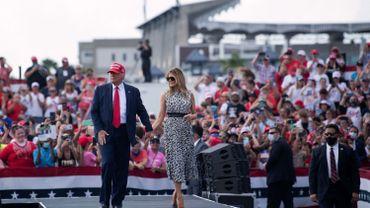 """En Floride, Donald Trump vante une croissance """"explosive"""", Joe Biden l'accuse de propager le virus"""