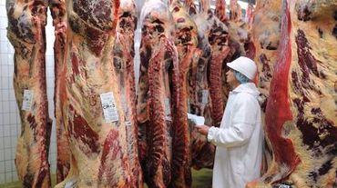 Des consommatrices de viande de porc, le 9 avril 2012 dans la ville de Hefei, à l'est de la Chine