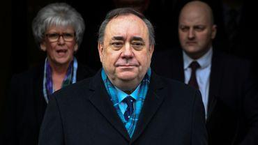 L'ex-Premier ministre indépendantiste écossais Alex Salmond quitte le 23 mars 2020 la Haute cour d'Edimbourg après son acquittement.