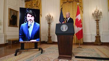 """Biden et Trudeau vantent """"l'extraordinaire amitié"""" américano-canadienne après l'ère Trump"""