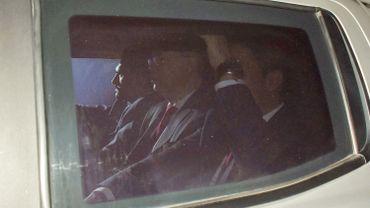 Le pasteur Brunson arrive au tribunal d'Izmir à bord d'un véhicule de police. Le tribunal a ordonné sa libération immédiate.