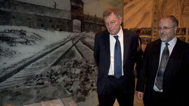 Robert Rozett, directeur des bibliothèques de Yad Vashem (à droite)
