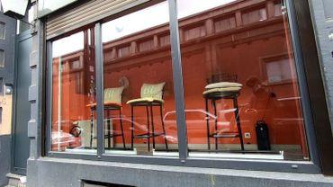 A Bruxelles, les vitrines de la rue d'Aerschot sont vides depuis le début du confinement.