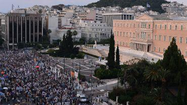 Les adversaires de l'austérité ont défilé devant le parlement à Athènes