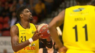 Shevon Thompson (Ostende)