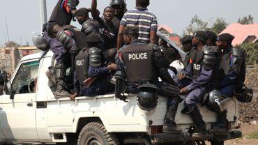"""Une des scènes d'arrestation des membres de La Lucha par les forces de l'ordre congolaises dans le film """"Congo Lucha"""", un film documentaire de Marlène Rabaud"""