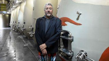 Le designer Philippe Starck a livré vendredi son premier chai à vin pour le château bordelais des Carmes Haut-Brion