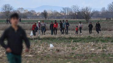 Des migrants à la frontière entre la Grèce et la Turquie, le 7 mars 2020.