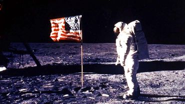 Cette vente aux enchères est organisée dans le cadre du 48ème anniversaire du premier voyage lunaire.