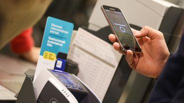 Le paiement par mobile semble séduire de plus en plus de Belges.