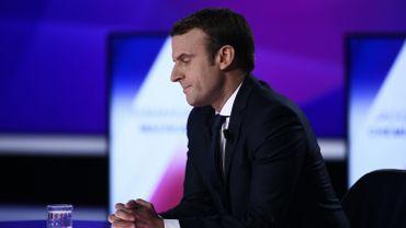 Emmanuel Macron laisse sa grammaire dans sa loge pour évoquer la fusillade des Champs-Elysées