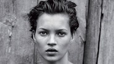 """Kate Moss est en couverture des """"100 photos de Peter Lindbergh pour la liberté de la presse"""", un album qui sera mis en vente le 11 septembre 2014."""
