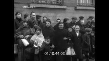 La foule attendant la soupe populaire à Bruxelles