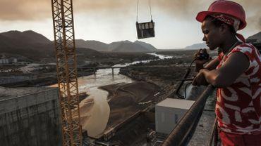 Vue générale du Grand barrage de la renaissance (GERD) qui doit devenir le plus grand barrage hydroélectrique d'Afrique, près de Guba en Ethiopie, le 26 décembre 2019
