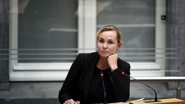 Plus de pauvreté infantile à cause des réfugiés, selon Homans: Groen a déposé une motion de méfiance contre elle