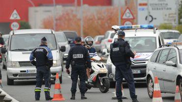 Selon l'avocat, l'endroit où s'arrête le bus se situe en Espagne, environ dix centimètres derrière la ligne marquant la frontière.