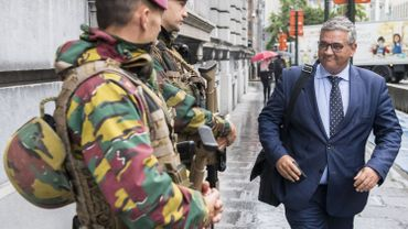 Le gouvernement met fin aux économies touchant la Défense, se réjouit Steven Vandeput