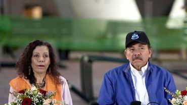 Le président Daniel Ortega (D) et la vice-présidente Rosario Murillo (G), à Managua, Nicaragua, le 29 novembre 2018