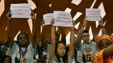 Des manifestants réclament davantage d'efforts contre le sida à l'occasion de la 19e Conférence internationale sur le sida et les infections sexuellement transmissibles en Afrique (ICASA), qui se tient à Abidjan du 4 au 9 décembre.