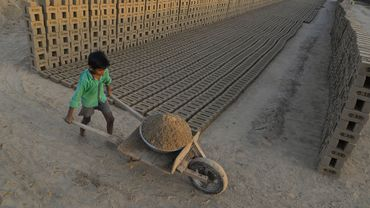 Dans une briqueterie en Inde en 2017