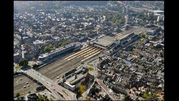 Le toit de la gare des trains accueillera bientôt la gare des bus.