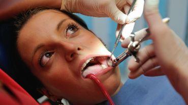 Mercure dentaire: les citoyens européens tirent la sonnette d'alarme