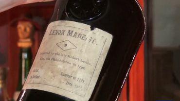 Des dizaines de bouteilles centenaires cachées pendant la Prohibition retrouvées