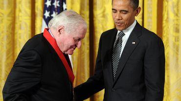 En 2012, John Ashbery avait reçu des mains du président Barack Obama une haute distinction américaine, la National Humanities Medal.