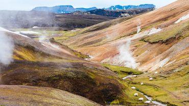 Les terres volcaniques de l'Islande offrent à l'île des paysages improbables et une richesse énergétique sortie tout droit du cœur de la planète.
