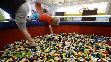 Des enfants jouent avec des briques de Lego à Carlsbad en Californie, le 17 septembre 2013