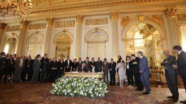 Le Roi signe la réforme de l'Etat, le Vlaams Belang manifeste