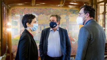 Delphine Houba (échevine de la culture - Ville de Bxl), Rudi Vervoort et Pascal Smet à la maison Solvay (Victor Horta) le 20 janvier 2021 (image d'illustration)