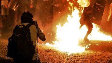 Le photographe de l'AFP Yasuyoshi Chiba, quelques minutes avant d'être frappé à la tête par un policier, selon son propre témoignage, lors d'une manifestation à Rio de Janeiro, le 22 juillet 2013