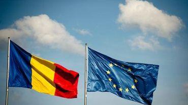 Les drapeaux roumain et européen côte à côte le 10 juin 2013 à Berlin