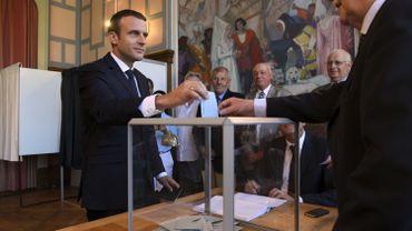 Législatives françaises: la victoire des macronistes moins écrasante que prévue