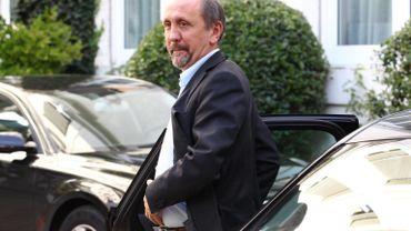 Johan Vande Lanotte (sp.a) est nommé Vice-premier ministre et ministre de l'Economie, des Consommateurs et de la Mer du Nord.