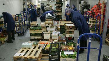Préparation de caisses de fruits et légumes dans l'entrepôt de Natoora, dans le sud de Londres, le 5 décembre 2018