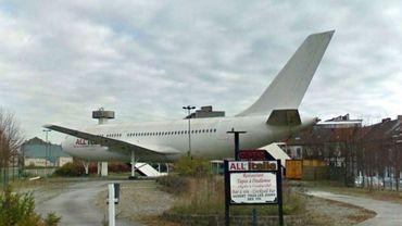 Appareil déclassé par une compagnie nigériane et transformé en restaurant italien puis discothèque et bar, l'Airbus A310en a vu de toutes les couleurs depuis 1999 !