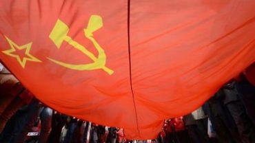 La Commission s'offusque d'une affiche à la symbolique communiste