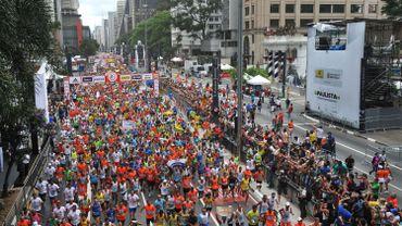 Commencer l'année comme on a terminer la précédente : pour les participants de la course de la Saint Sylvestre à Sao Paulo cela passe par le sport.