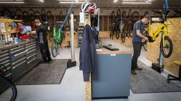 Chez les vélocistes, de nombreux vélos sont indisponibles et les ateliers de réparation sont débordés.